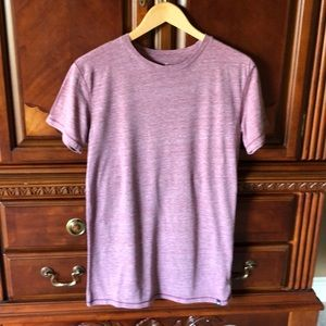 Men's gently worn American Eagle T-shirt.